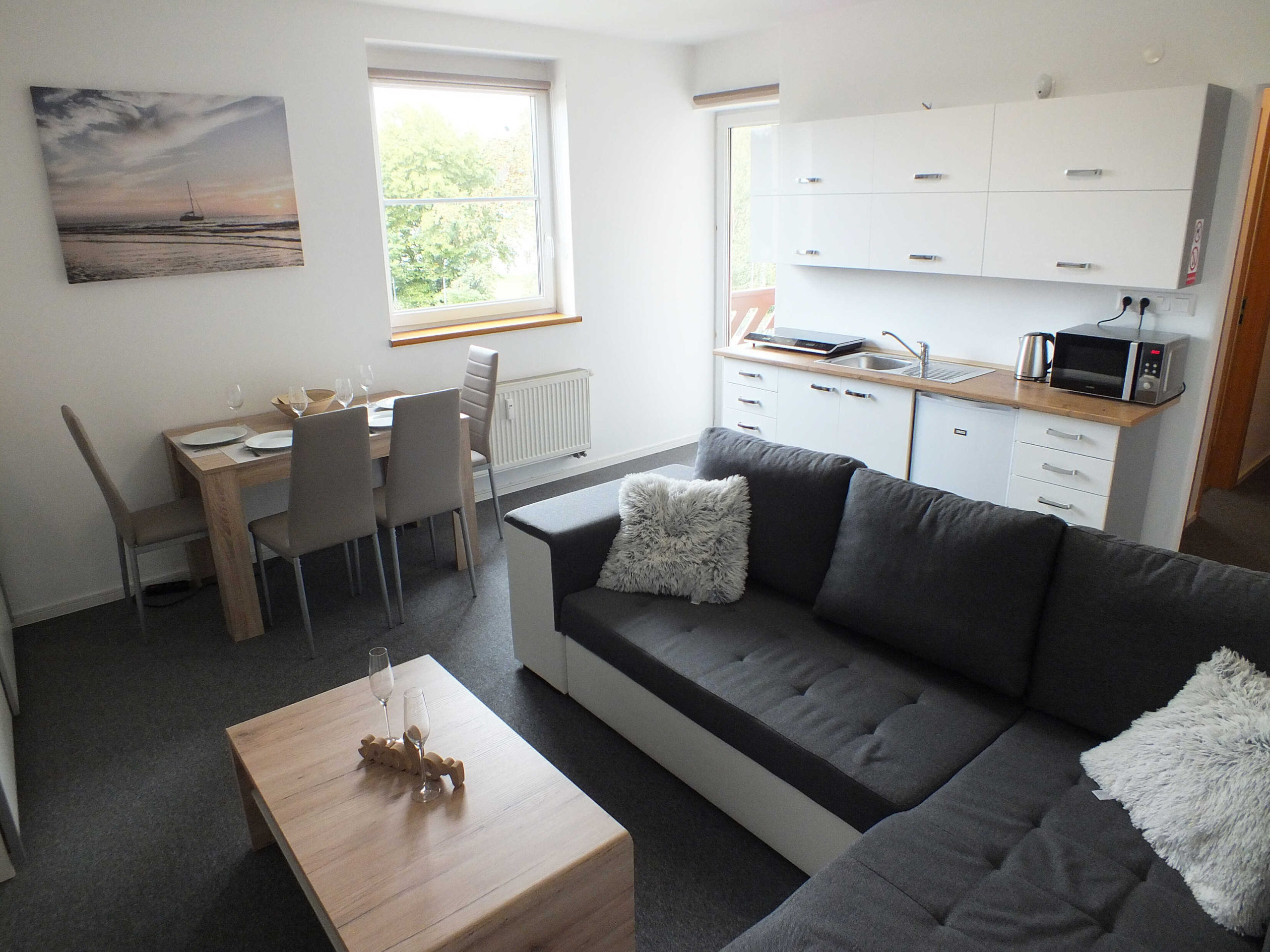 1618487337-apartman-obyvacia-izba-2-scaled.jpg