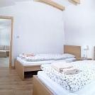 1618318469-Apartment-Chabenec-BedRoom-03.jpg