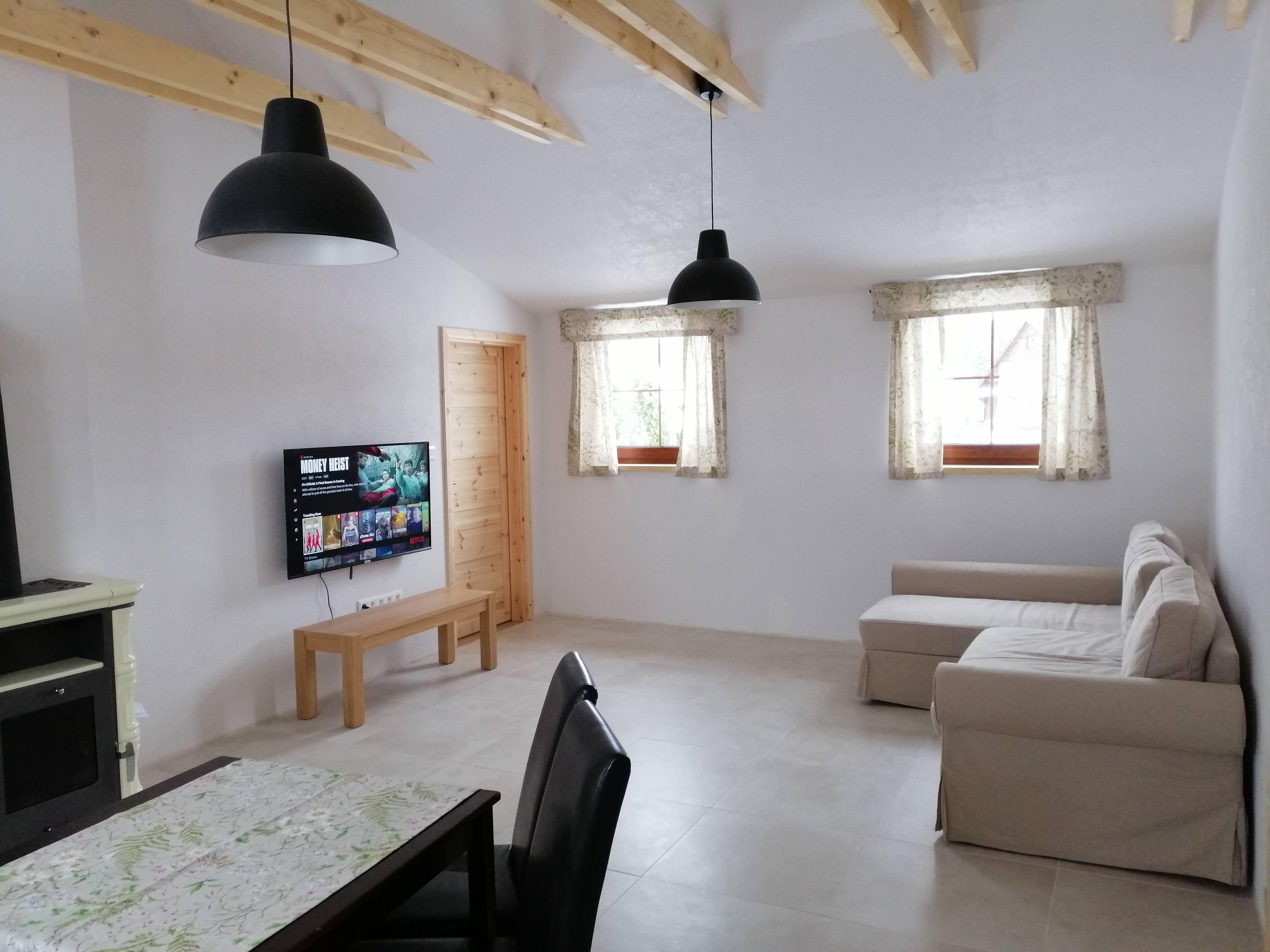 1618318473-Apartment-Chabenec-Livingroom-03.jpg