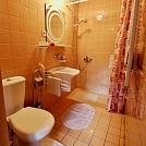 Chata - kúpeľňa s WC