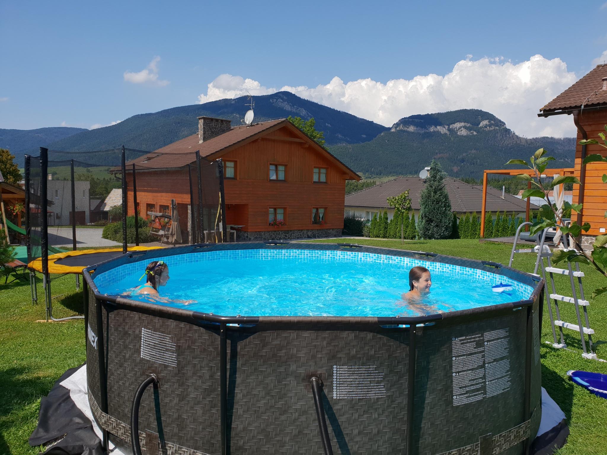 1621410512-Objekt-I.-zahrada-s-bazenom-a-trampolinou.jpg